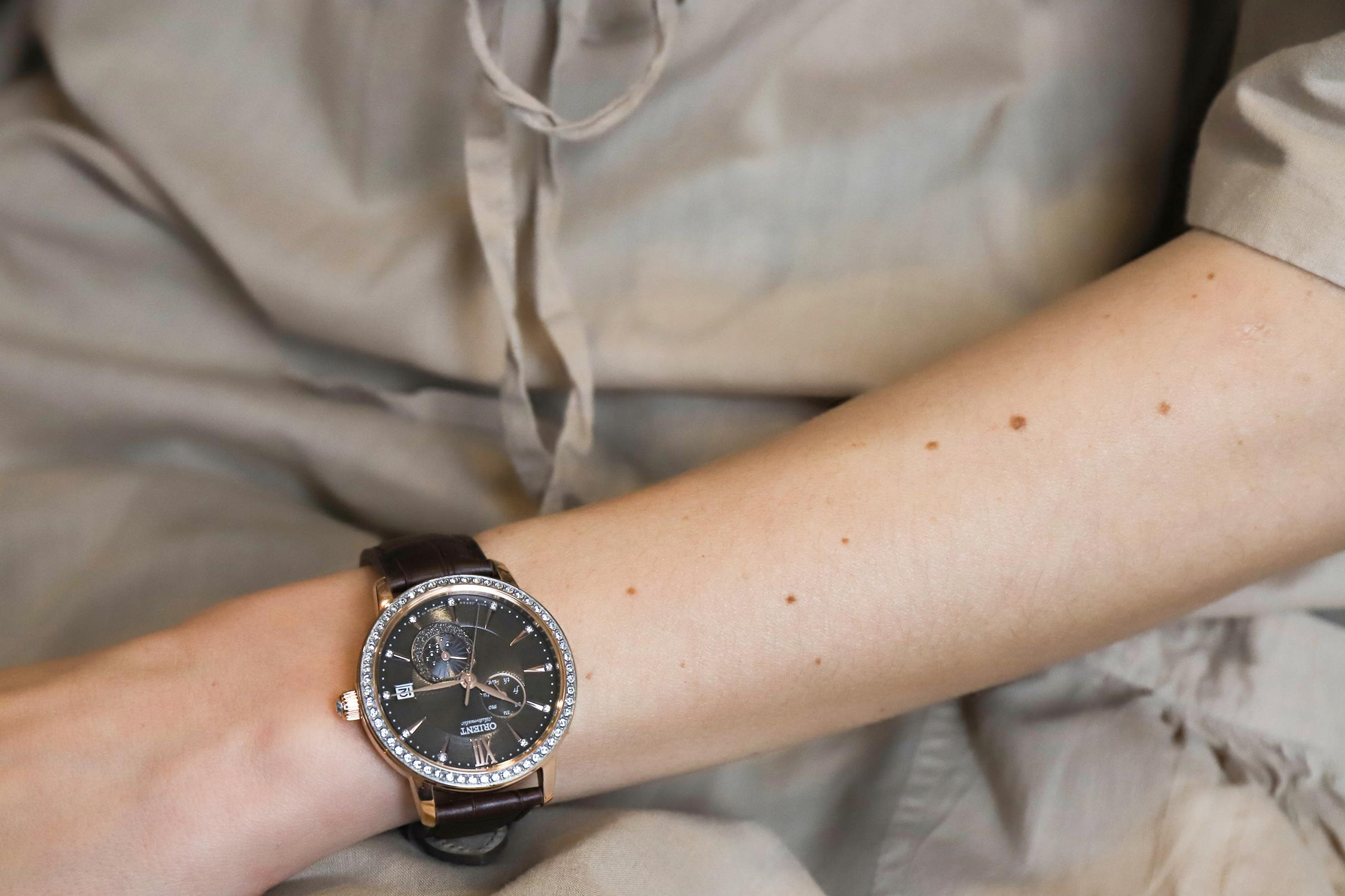 Zegarek damski Orient contemporary RA-AK0005Y10B - duże 4